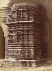 Close view of base of south minaret of the Malik Sarang Mosque or Queen's Mosque, Sarangpur, Ahmadabad 10031689